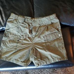 Magellan Men's cargo shorts 36